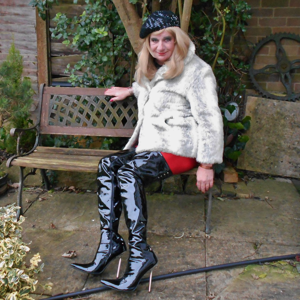 Shemale Emma In Boots 86