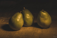 48_366 Glow&Shadow (Vanili11) Tags: 3 classic fruit three glow pears matchpointwinner day48366 366the2016edition 3662016 mpt499 17feb16