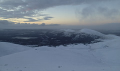 Last light over Cairngorms (Masa Sakano) Tags: sunset scotland scenery climbing highland cairngorms lochmorlich creaganchano