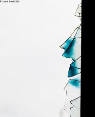 l'uomo che cammina sui pezzi di vetro dicono ha due anime (Luca Cavallin) Tags: gente blu il finestra ciel minimalismo seventies rotto anni70 vetro allegra rotta rovina abbandono consonno rimmel degregori schegge lucacavallin laiuta