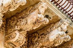 Noto (bautisterias) Tags: summer italy italia estate balcony unesco balconies sicily baroque tufa unescoworldheritage catania sicilia barocco ancientgreece balcone sizilien southernitaly magnagrecia mezzogiorno valdinoto tufastone southernsicily patrimoniodellaumanit