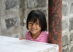cute girl next to post (the foreign photographer - ) Tags: cute girl portraits canon thailand kiss child post bangkok rusty khlong bangkhen thanon 400d