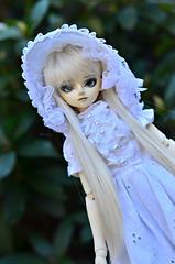 Outside (Mientsje) Tags: white cute yellow angel ball doll dolls skin gothic goth dream lolita fantasy linda bjd hybrid msd jointed