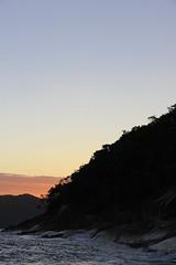 Sununga - 002 (JEM02932) Tags: sunset pordosol sea praia beach mar ubatuba prdosol entardecer onda sununga