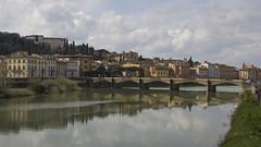 Firenze (Rene Stannarius) Tags: italien ponte firenze arno fluss grazie alle florenz toskana lungarno spiegelungen uferstrasse