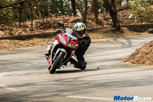 2016-Yamaha-R15-S-09