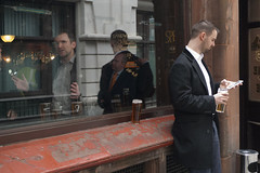 Londoner's lunch (tcd123usa) Tags: london beer pub streetphotography tavern centrallondon englishpub leicadlux4 mandrinkingbeer