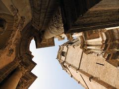 Catedral de Santa Mara de Valencia (chiarafratocchi) Tags: espaa valencia monumento catedral perspectiva architettura cattedrale prospettiva