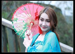 DP1U9424 (c0466art) Tags: old light portrait cute classic girl umbrella canon pose temple photography pretty place action outdoor quality gorgeous chinese taiwan sword lovely cloth charming elegant activity society pure keelung tranditional 1dx c0466art