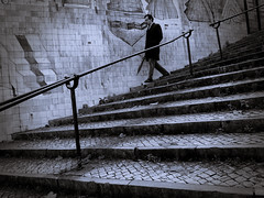 (Luc AC) Tags: bw noir nb et blanc escalier lisbonne azulejos marches rampe descente descendre