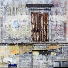 Scripta manent.... (Isabelle Gallay) Tags: street old city urban house abandoned window wall architecture sony bordeaux maison mur fentre ville urbain aquitaine gironde volet