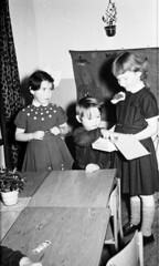 Uitdelen (Arne Kuilman) Tags: feest blackandwhite sinterklaas children found zwartepiet class lostandfound agfa 1961 vroeger photonotmine agfalisopanff