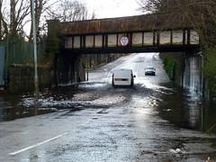 King St Bridge is Flooded Again (3) (dddoc1965) Tags: park street bridge cars water scotland king flooded splashing ferguslie dddoc davidcameronpaisleyphotographer