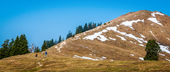 V_027-2  Von der Jachenau auf den Hirschhrnlkopf (wenzelfickert) Tags: schnee sky people snow mountains germany landscape bayern deutschland bavaria hiking oberbayern himmel peak menschen berge trail hiker wandern wanderer wanderweg gipfelkreuz gipfel voralpenland hirschhrnlkopf