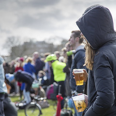 Watching the race (Adnams) Tags: beer theboatrace ghostship 2016 adnams furnivallgardens thebnymellonboatraces