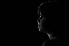 13/52 Silueta de luz (Nathalie Le Bris) Tags: portrait blackandwhite blancoynegro silhouette backlight contraluz sadness tristeza solitude loneliness child noiretblanc perfil retrato soledad silueta enfant niño contrejour profil tristesse