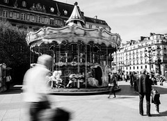 Le carrousel de l'Htel de ville (LACPIXEL) Tags: people blackandwhite paris france blancoynegro nikon flickr gente noiretblanc carousel townhall capitale fx merrygoround personnes gens carrousel ayuntamiento hteldeville tiovivo d4s nikonfrance lacpixel