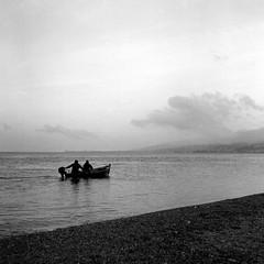 un altro giorno (n i n a y) Tags: mare trix d76 di messina rolleicord stretto maredinverno