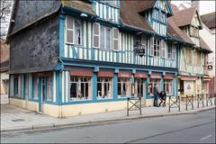 Pont-l'vque 14 (GK Sens-Yonne) Tags: restaurant normandie boulangerie auberge colombage dominicaine bassenormandie pontlvque
