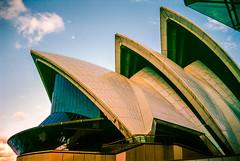 Sydney Opera House 'Sails' 1998 (Mister Electron) Tags: city slr 35mm opera arch sydney culture australia slidefilm 35mmfilm nsw transparency newsouthwales 1998 analogue aussie slides downunder sydneyoperahouse diapositive nikonf70 southernhemisphere konicachrome antipodean plustek konicachromer100 plustek8200ai