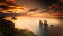 El Manzano y la luz (Mer SGarca) Tags: sunset sea seascape landscape atardecer landscapes sunsets cantabria seas canon1740l liencres costaquebrada canon6d cantabrianaturalezavalle losurros cantabriaturismo