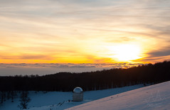 Osservando il tramonto (Vassili Balocco) Tags: sunset mountain snow tramonto observatory neve osservatorio montagna naturalpark parconaturale simbruini montisimbruini campominio