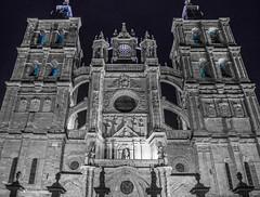 Astorga (Batide Machado) Tags: espaa white black blanco architecture de spain arquitectura y cathedral negro north catedral bn len arco zamora norte astorga castilla romnico gtico