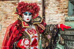 Carnaval Venise 2016-6303 (ousktamitamoto) Tags: carnival venice costumes italy color rouge costume italia mask parade carnaval colored venise carnevale venezia venedig italie masque masques costumi masken maschere ital flanerie masqu costum flnerie vnitien masqus vnitienne costums carnavaldevenise2016