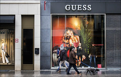 Guess (chando*) Tags: brussels people woman dog chien man mannequins femme streetphotography bruxelles shops shopwindows homme gens vitrines magasins shopdummies