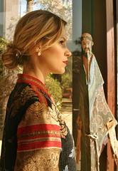 Looking for... (telmofilho) Tags: portrait woman beauty brasil lady female model olhar pessoa looking gente orient brasilia pensamento telmofilho