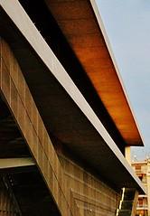 40 Atenas Museo de la Acrpolis C. Dionysiou Areopagitou. Arqs. B. Tschumi y M. Fotiadis 2009. 150911. 34279 (javier1949) Tags: luz arquitectura monumento esculturas movimiento friso grecia atenas concurso museo base vidrio programa bronce espacio tiempo transparente piedra restos excavaciones arquitecto cronologa acrpolis exposiciones hormign partenn mrmol caritides pilotes erecteion flotante bernardtschumi mrmoles sitioarqueolgico makrygianni rocasagrada pocaarcaica parthenongallery nivelsuperior michaelphotiadis pocaclsica cuerpocentral conceptotectnicoyprogramtico nuevomuseodelaacrpolis bernardtschumiarquitectos lagaleradelpartenn rodamientosderodillos cubiertatransparente