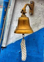 Campana (Japo Garca) Tags: azul cuerda mar madera barca barco asturias colores diagonal campana sonar cobre brillante colgado nudo fotografa marinero cubierta garca japo campanello badajo