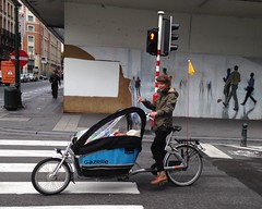 Going that way- Cargo bike in Brussels (Patrissimo2017) Tags: brussels bicycle cycling cargobike
