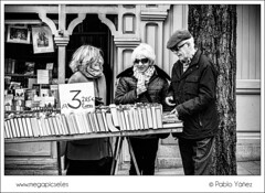 Old friends in a book market (P. Yez) Tags: madrid old friends blackandwhite sunglasses reading spain europe grandmother grandfather streetphotography oldpeople lecture bookmarket espa jubilados bookday ddellibro