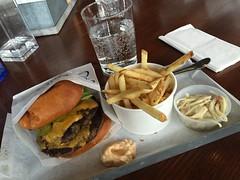 Lunch 27/4 (Atomeyes) Tags: chili mat vatten strips ost jalapeno coleslaw hamburgare majonns