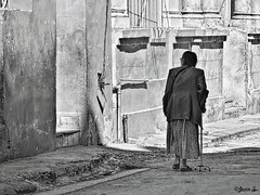 Le poids des annes... (Jean S..) Tags: street old blackandwhite bw woman monochrome lady shadows candid sidewalk streetphoto