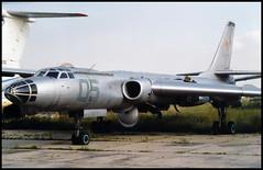 05 blue - Moscow Zhukovsky (ZHU) 17.08.2001 (Jakob_DK) Tags: 2001 zia uubw moscow moscowzhukovsky tupolev tupolev16 tupolevtu16 tu16 badger tu16ll gromov gromovflightresearchinstitute