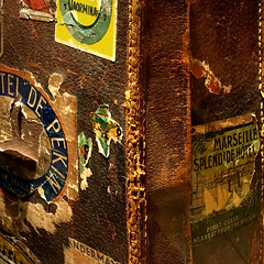 Traveller / Viaggiatore (Giorgio Ghezzi) Tags: leather vintage hotel marseille luggage baggage suitcase taormina peking valigia pechino bijng cuoio bagaglio giorgioghezzi