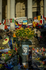 Brussels after the terror attacks (mripp) Tags: street flowers brussels art mourning kunst attack terrorists terror suffering brssel brse belgien trauer traurig angriff strase bluten
