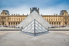 Pyramide du Louvre (Inglfur B) Tags: paris france pyramid louvre impei pyramidedulouvre