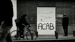 "#59mars: ""un flic, une pierre, justice populaire""  #graff sur le comico central de #Nantes. (ValK.) Tags: graff nantes 59mars"