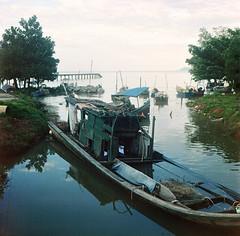 Park (alemershad™) Tags: sky 120 6x6 tlr film analog mediumformat boat fisherman kodak bokeh jetty 120format malaysia mf analogue manual negativescan milf yashica bot 120mm jeti n9 twinlensreflex lowangle 160 yashicamat124g filem pasirpanjang nelayan c41 yashinon iso160 ilovefilm straitsofmalacca fishermanvillage kodakportra alem negerisembilan 120tlr analoguephotography malaccastraits twinlensereflex bokehlicious freshfilm filmnotdead ishootkodakfilm ƒ35 traditionalfisherman yashinon80mm vescan alemershad manilovefim negerisembilanmalaysia 120my canoscan9000f canonscan9000f analoguebokeh