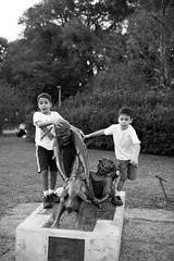 (Selva SP) Tags: parque meninos sopaulo ibirapuera crianas esttua porquinho parqueibirapuera gustavomorita selvasp