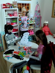 No Snow, but Snowmen - Craft Class Saturday (rata-tat-tat) Tags: dolldiorama barbiediorama poppyparker dynamitegirlssooki