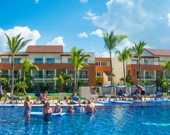 Enjoying The Main Pool (nfRabbit) Tags: dominicanrepublic resorts puntacana swimingpool laaltagracia breathlessresort