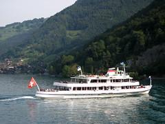 Schiff MS Bubenberg ( Motorschiff - Kursschiff - Bateau - Ship - Baujahr 1962 - Lnge 51m - 800 Personen ) auf dem Thunersee im Berner Oberland im Kanton Bern der Schweiz (chrchr_75) Tags: lake lago schweiz switzerland see suisse swiss lac bern christoph svizzera berner thunersee berneroberland oberland jrvi  suissa s kanton chrigu kantonbern alpensee chrchr hurni chrchr75 chriguhurni albumthunersee hurni060910