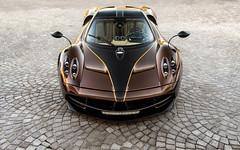 Brown Carbon (Alex Penfold) Tags: brown cars alex car bahrain super autos carbon supercar supercars pagani penfold 2016 huayra