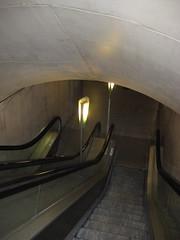 Going Down (Nana Pensec) Tags: copyright paris france train escalator trains commute goinghome 2007 goingdown trajet rentrer nottobeusedwithoutpermission endscendant