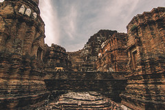 (Richard Strozynski) Tags: sunset dog canon thailand temple asia south east tokina laos achitecture 550d 1116mm