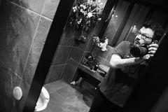 [il maniaco dei bagni] al Morgante durante #PopUp di #RadioAttiva per #Radiopopolare (Urca) Tags: blackandwhite bw selfportrait self italia milano bn autoritratto popup biancoenero mir cesso 2016 radiopopolare morgante radioattiva nikondigitale ilmaniacodeibagni